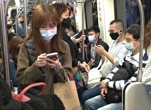 Trots närheten till Kina är smittspridningen i Taiwan begränsad. Taiwan har färre smittade än Sverige, på en befolkning som är mer än dubbelt så stor.
