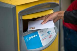 Signaturen påstår att den underskottet i den danska delen av PostNord finansieras av svenska skattebetalare.