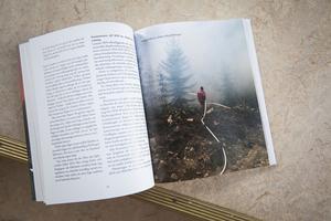I boken finns nästan bara bilder från privatpersoner som deltog i räddningsarbetet.