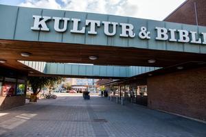 Kulturhuset är stängt under hösten då ventilationen byts ut och brandskyddet ses över. Nu kommer det fram uppgifter om att det varit brister i detta i flera år.