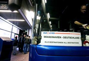 Expressbussarnas överlevnad är viktig för landets transportstråk, skriver Anna Grönlund.