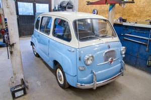 Gullig, söt, mysig, adjektiven är många när Fiat Multipla från 1957 ska beskrivas.