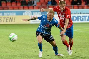 Mario Vasilj, till höger, i en match med Östers IF.