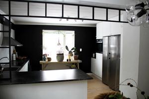 De vita Ikea-luckorna i köket fick vara kvar när familjen Böckert flyttade in.