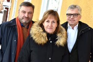 Riksdagsledamot Peter Helander (C), kommunalråd Anna Hed (C) och Per Åsling (C) som är förste vice ordförande i skatteutskottet. De träffade nyligen personalen på Kronofogdens kontor i Mora för att diskutera situationen ånyo.