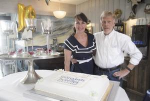 Amandas föräldrar Marita och Anders äger Skärgårdshotellet sedan 2006. Här på bild från 2016 när de firade tio år som ägare.