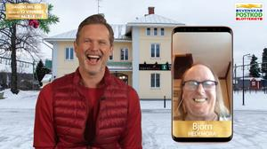 Björn Pettersson blev uppringd av Rickard Sjöberg. Inspelningen av videosamtalet läggs ut på Postkodlotteriets kanaler. Foto: Postkodlotteriet