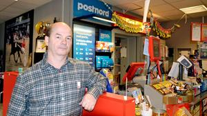 – Jag tycker att Posten ska vara Posten som förr i tiden, säger Mikael Olsson,  butiksansvarig för Supermarket Rosen i Nyland i Kramfors kommun.