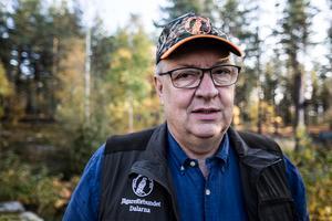 Ulf Berg berättar om problematiken att vargen koncentrerat sig till några få län samtidigt som riksdagens beslut sträcker sig över hela landet förutom Gotland och de alpina delarna av Sverige.