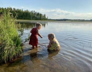 Bad klädd i klänning, Foto: Terttu Johansson