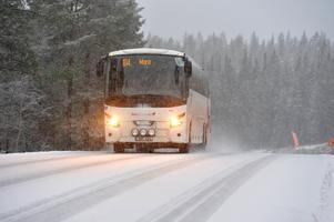 På torsdagsmorgonen och -förmiddagen körde inga bussar på Gubbovägen. NCC, som ansvarar för väghållningen, anser dock att vägen var farbar. (Bilden tagen på annan plats i länet)