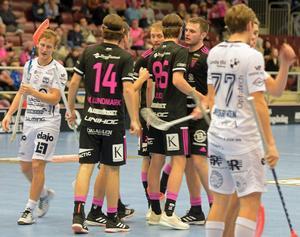 Emil Ruud fick avsluta matchen i en gammal känd miljö – med bröderna Emil och Malte Lundmark – när Patrik Rokka fastställde slutresultatet 13–2 i powerplay.