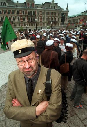 1998 höll Anders Öhrn tal inför studenterna på Stora torget i Sundsvall,