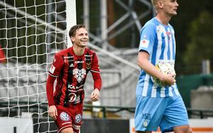 Johan Bertilsson ryktas till ett flertal klubbar med bara dagar kvar till den allsvenska premiären. Bild: Robert Henriksson/TT