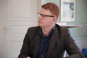 Fredrik Rönning ser behov av fleråriga satsningar på vägnätet. Något som blev eftersatt under de år när kommunen hade sämre ekonomi.