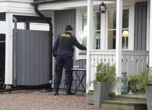 Under måndagsförmiddagen genomförde polisen en teknisk undersökning av Margareta Knapps bostad i Svärdsjö.