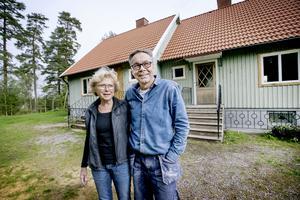 Berit och Ulf Salomonsson har köpt ett helt parhus och rustar nu för fullt.