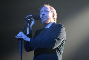 Lars Winnerbäck fick ett fint mottagande när han klev på scenen i Fjällräven Center.