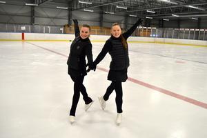 Maja Norling och Wilma Zetterström i Borlänge konståkningsklubb hoppas på bra placeringar i helgens distriktsmästerskap i konståkning.