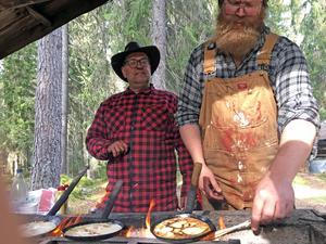 Agne Hermansson och Per Hermansson gräddade kolbullar som aldrig tidigare.