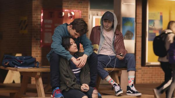 Skam Austin är regisserad av Julie Andem, precis som norska originalserien. På skärmklippet från Facebook Watch syns Megan (Julie Rocha), Marlon (Till Simon) och Tyler (Giovanni Niubo) som motsvarar originalets Eva, Jonas och - kanske Isak.