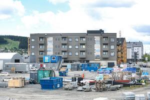 Här ska det första kvarteret av etapp 2 byggas på Storsjö strand, men innan dess måste området saneras på grund av att det finns gifter i marken.