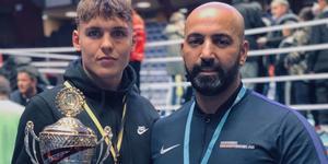 Emil Harrysson och coachen Dawan Kakaways efter segern i Borås. Bild: BK FALKEN