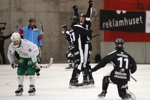 SAIK jublar efter att Daniel Berlin avgjort semifinalen mot Hammarby.  Foto: Mats Åstrand / TT