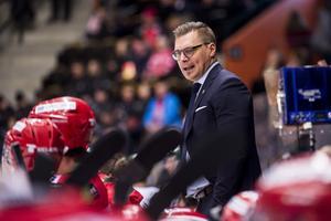 Björn Hellkvist ser fram emot lördagens derby mot Björklöven  och menar att det inte spelar någon roll att Modo har nio raka segrar. Bild: Erik Mårtensson/TT