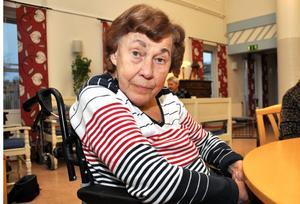SÅNGGLÄDJE. Ragnhild Olsson uppskattar speciellt allsångsstunderna på boendet. Ragnhild har själv varit väldigt dansant och åkt till dansbanor runt om i trakten.