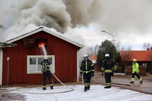 Ett 40-tal brandmän arbetade på platsen.