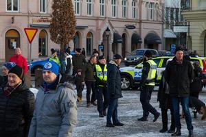 Polisen var på plats vid torget under Stefan Löfvens tal.