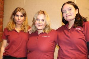 Izabell Wigren, Katja Elfsberg och Ina Eklund har arbetat med marknadsföring av klassens after work-event.