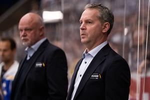 Leksands assisterande tränare Jens Nielsen var inte nöjd med powerplay och avsluten mot mål mot Oskarshamn. Foto: Daniel Eriksson/Bildbyrån.