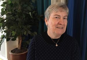Birgitta Kax Stenberg är född och uppvuxen i Dalfors och bor numera halvårsvis i Borlänge respektive Dalfors.