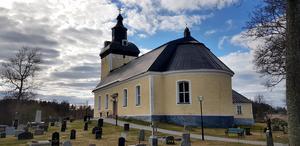Hölö kyrka och kyrkogård.
