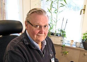 Gymnasiechefen  Rolf Engman har angenäma problem inför kommande läsår. Antalet elever i Karlfeldtgymnasiet ökar då med 70 elever jämfört med det här läsåret.
