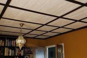 Det gamla, slitna vävtaket från husets födelse är borta. Taket har nu fått en japansk prägel.