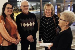 Malin Ledin, Göran Johansson, Eva Sundberg och Inger Johansson trodde på många skratt strax innan föreställningens start.