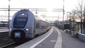 Tågen mellan Västerås och Enköping rullar igen efter tidigare stopp.