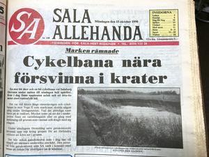 Förstasidan måndagen den 15 oktober 1990, dagen efter raset. Redan då var alltså hålet relativt stort och vattenfyllt.