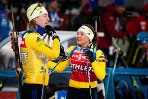 Sebastian Samuelsson och Linn Persson under på skidskyttestadion i Östersund. Bild: TT Nyhetsbyrån.