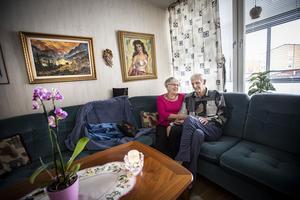 Förutom katten Kurre så bor Inga-Lill Ljus tillsammans med sin man Sven-Olov bor på Hotellgatan 58 i Ljusdal. Här har de levt tillsammans sedan 1971.