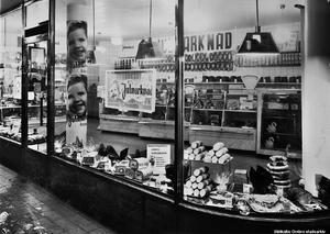 Konsumbutiken på Storgatan 9, 1936.  Foto: Eric Sjöqvist, Örebro. (Bildkälla: Örebro stadsarkiv)