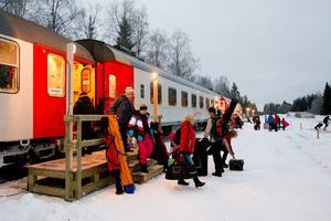 Snötåget passerar stationen i Röjan Foto: Jocke Lagercrantz