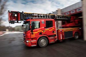 Räddningstjänsten släckte en brand i en husvagn i Mullsjö som misstänks vara anlagd. Foto: TT