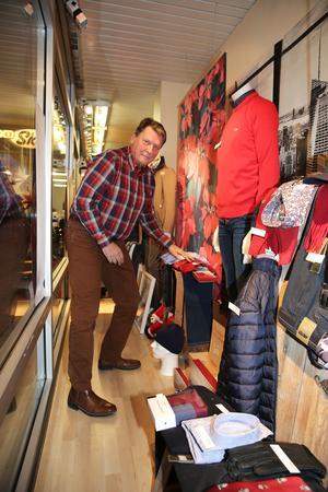 Malte Lundh har julskyltat sedan 1956, då på Sturekläder i Hallstahammar.