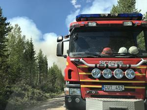Räddningstjänsten på plats vid branden i Fågelsjö.
