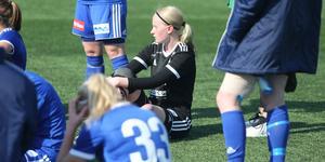 Amanda Andersson deppar efter 0–3 mot Gamla Upsala SK.