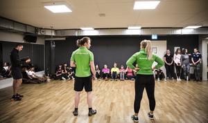 Eleverna på Britsarvsskolan har sina idrottslektioner på gym under hösten. Två personliga tränare kommer att leda passen hela hösten.